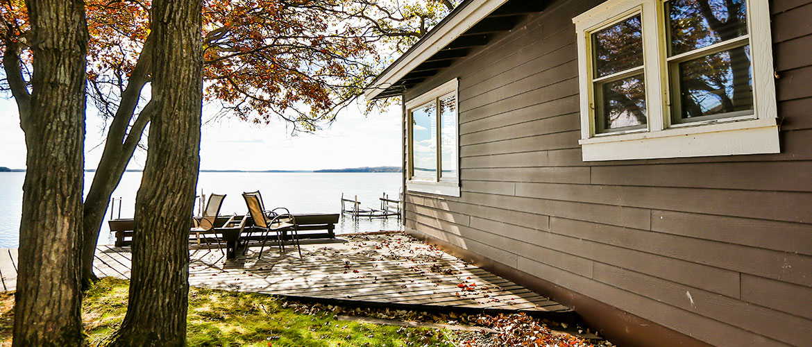 Grand View Cabin Exterior Lake View
